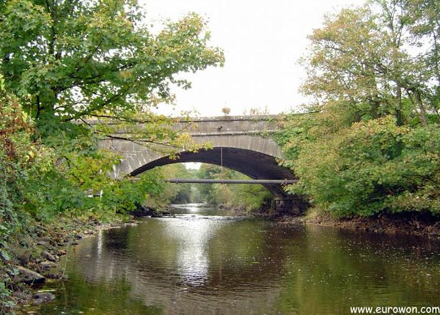 Puente sobre el río Graney en Scarriff