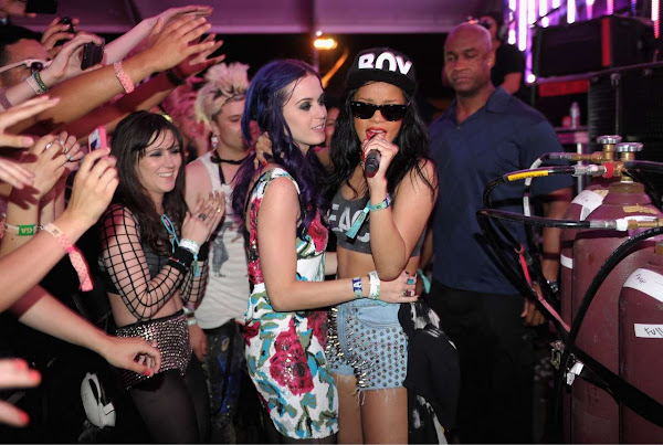 Rihanna and Katy Perry singing at 2012 Coachella Valley Misic and Arts Festival