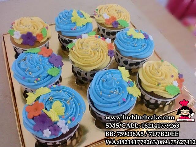 Cupcake Buttercream Tema Bunga-Bunga Warna Warni