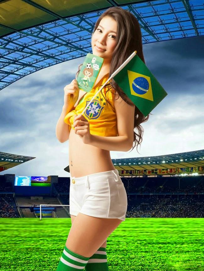 """Dàn mỹ nhân sexy chào đón World Cup cùng vỏ smartphone """"độc"""""""