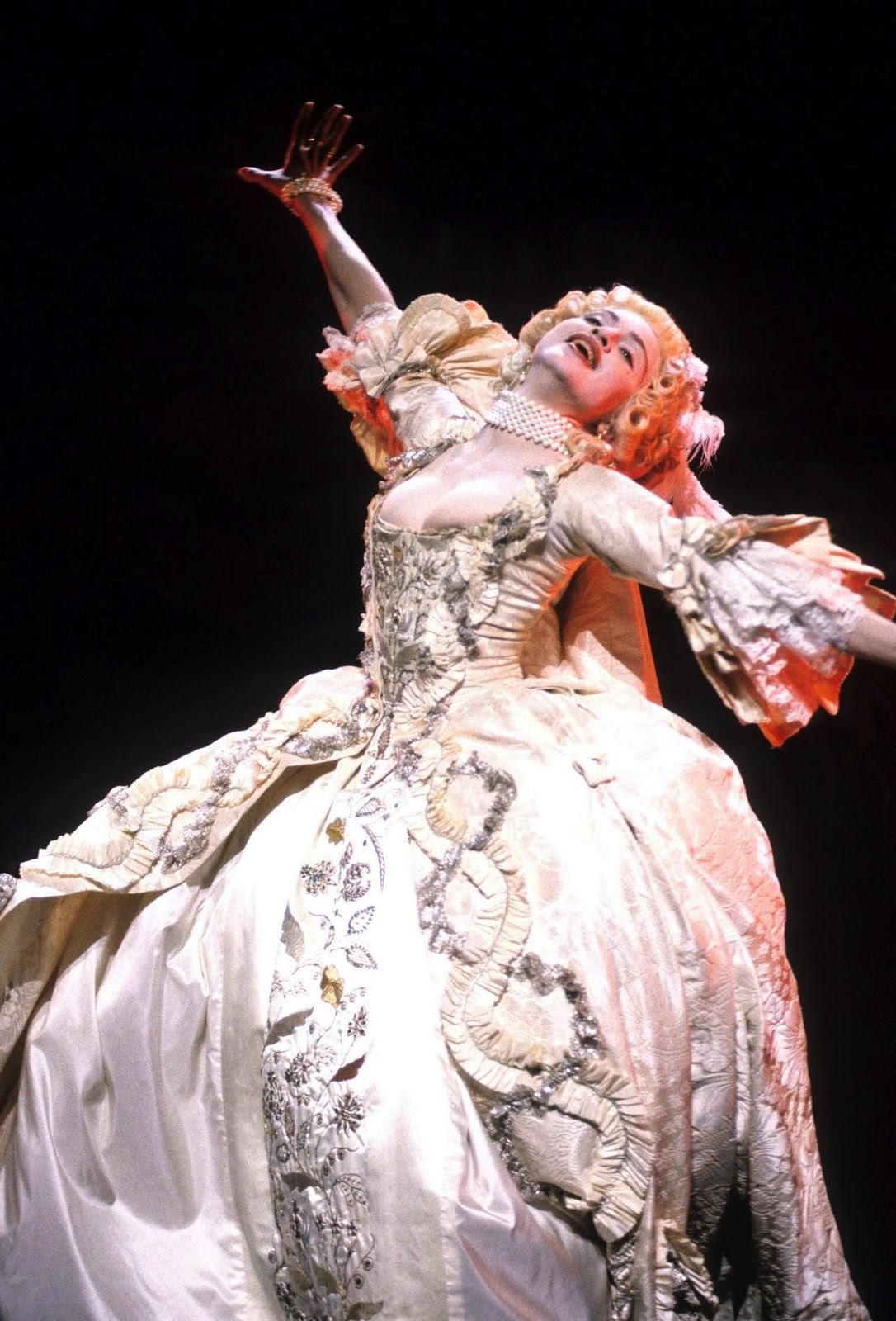 Amomadonna Madonna Performs Vogue At The Wiltern Theater
