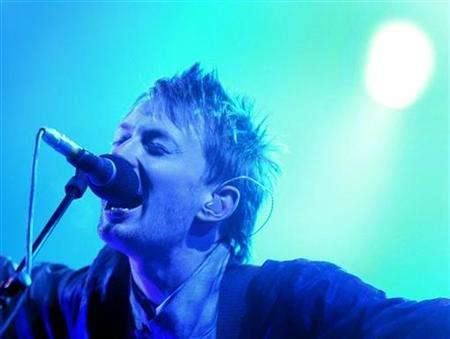 radiohead-thom-blue-light