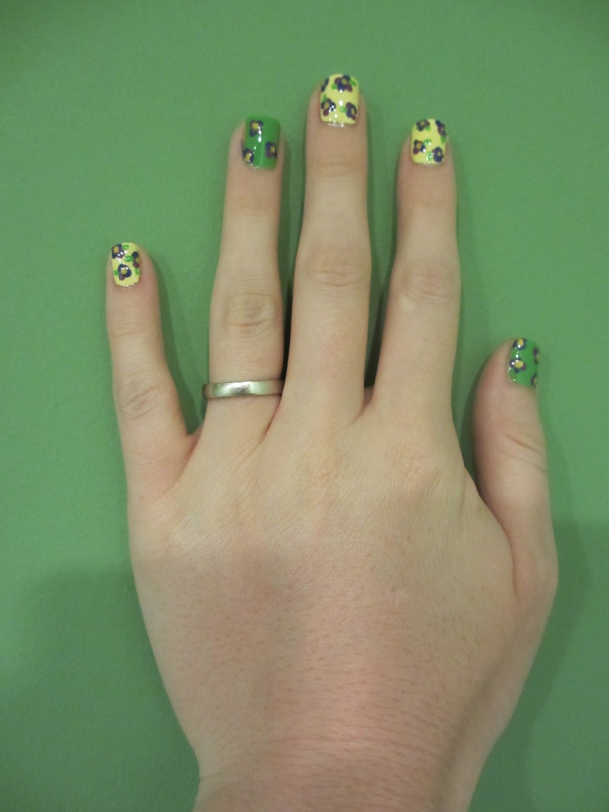 china glaze lemon fizz nail art