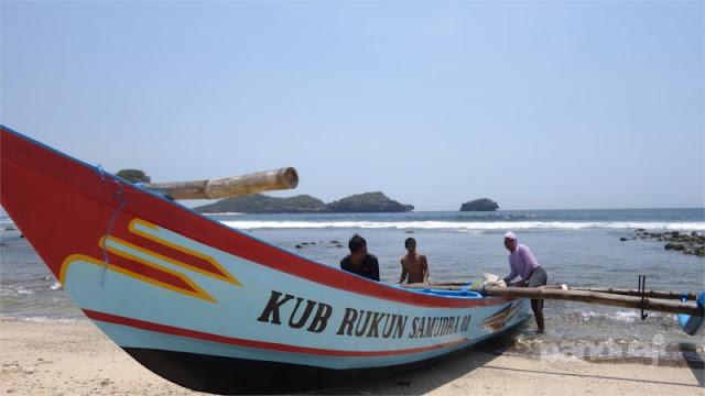 Nelayan di Pantai Peh Pulo