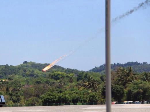 Gambar Dua Pesawat Jupiter Indonesia Terhempas Di Latihan LIMA 2015