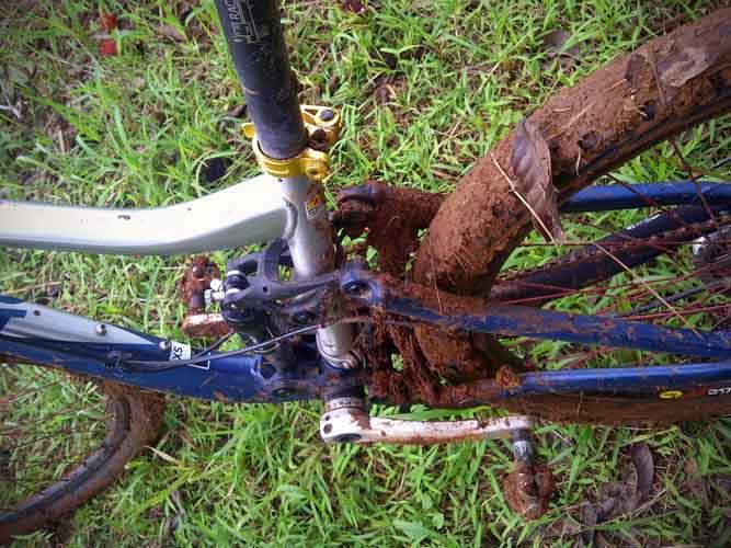 agung3 gowesbareng membelah lumpur di nawit