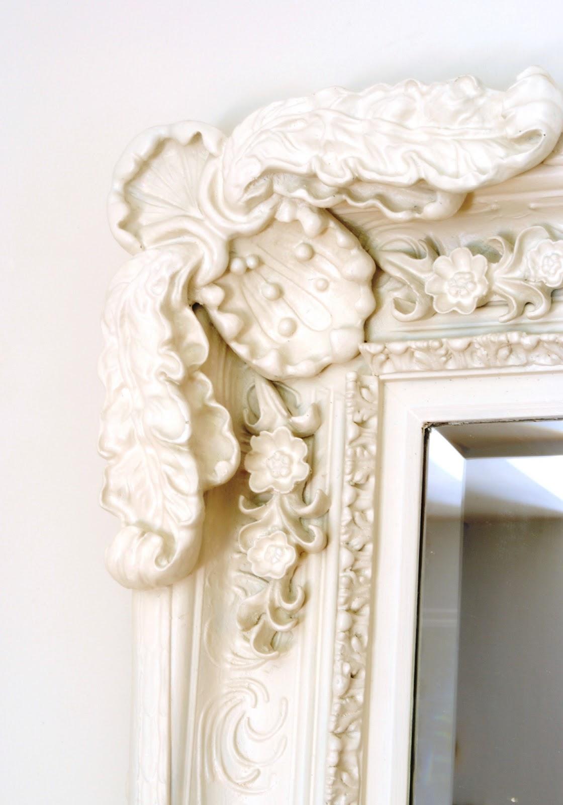 detalle moldura de espejo barroco
