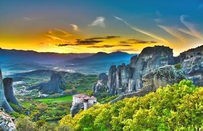 Biara di atas batu6