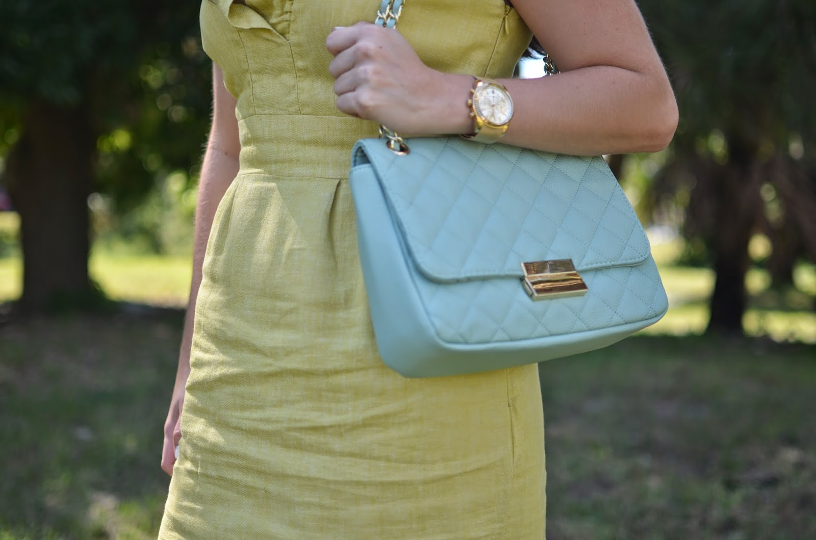 Ruffle dress - quilted bag - nude pumps