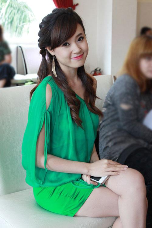 hot girl midu xinh tươi màu xanh