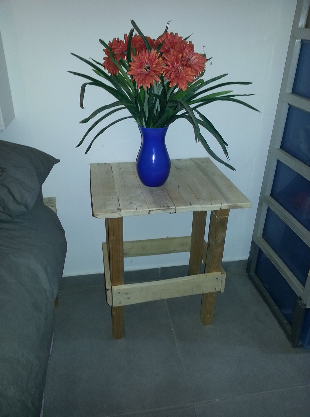 Homemade DIY Pallet Nightstand or End Table | Penniless Parenting