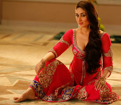 kareena kapoor barefeet saree