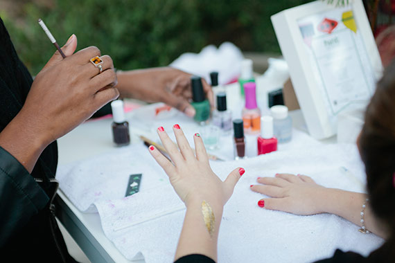 manicura con amigas taller para madres