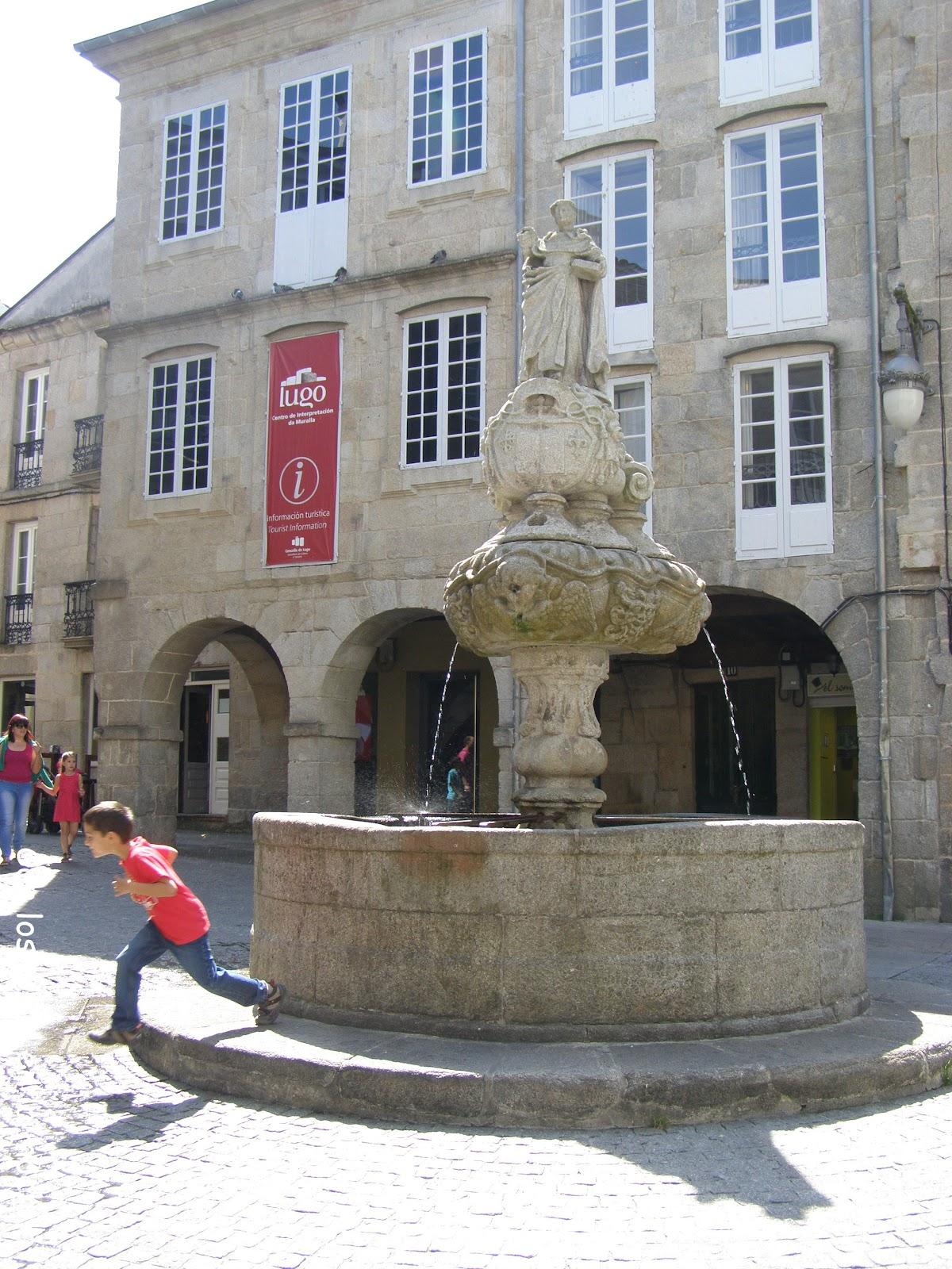 Lugo con ni os descubriendo su fant stica muralla romana for Oficina turismo lugo