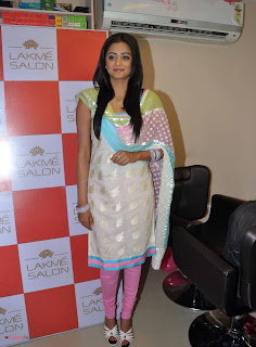 Priyamani Pictures in Salwar Kameez at Lakme Salon Launch at Secundrabad  0014