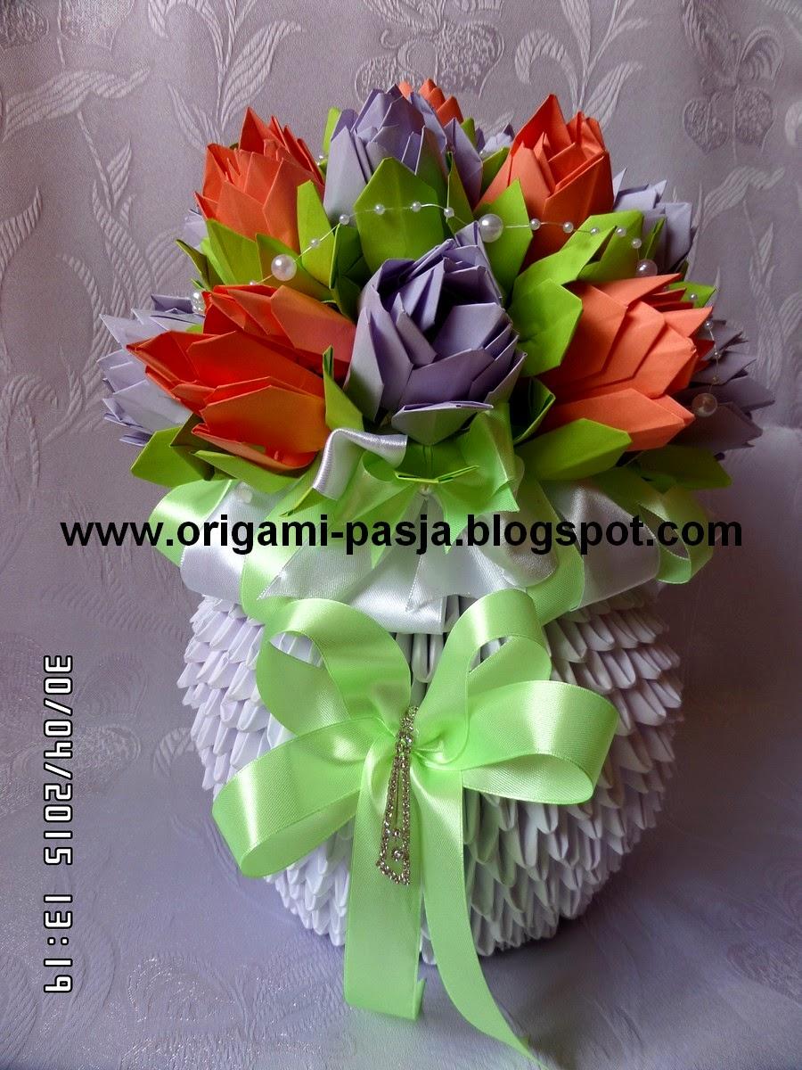 Wazon z kwiatami lotos - origami modułowe.