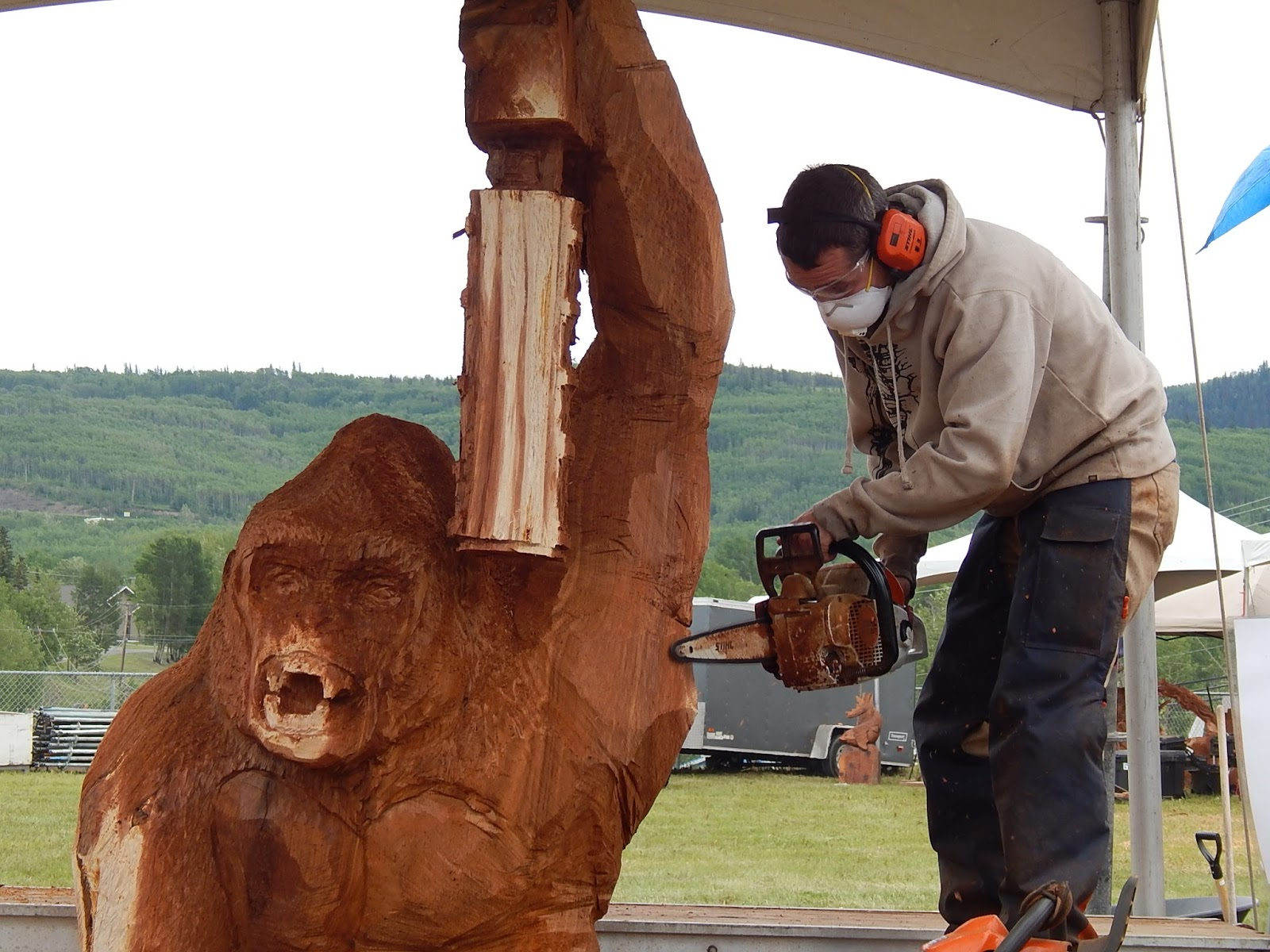 Ray and cindy s rv travels more chainsaw carving