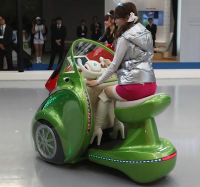 Autos eléctricos biplaza y monoplaza en Japón