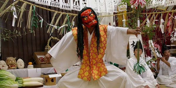 http://toiyeunhatban.blogspot.com/2012/04/kagura-ieu-mua-than-thanh-cua-nhat-ban.html