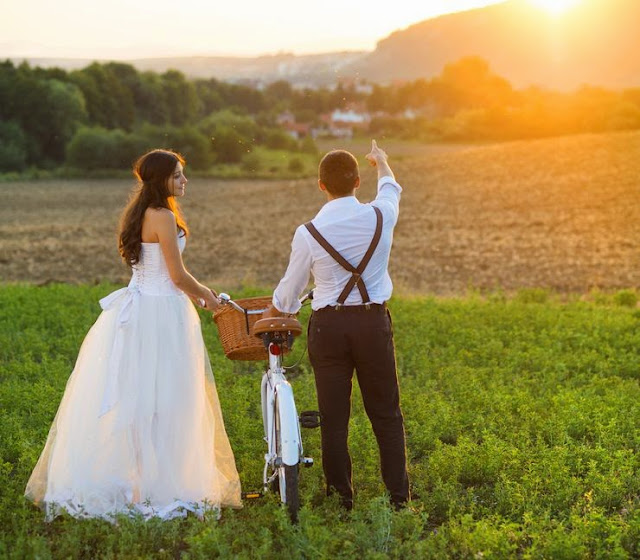 Rustic Wedding Dresses and Rustic Wedding Supplies For The Bride And Groom