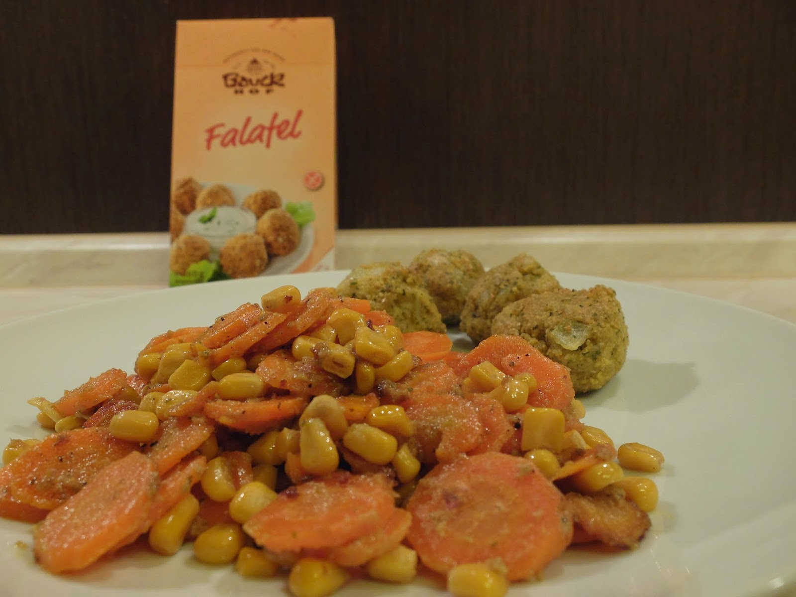 Falafel mit Möhren- Mais Gemüse