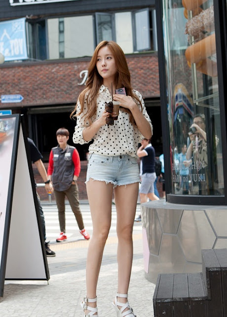 Polka Dot and Jeans on A Summer Day by T-ARA's Hyomin