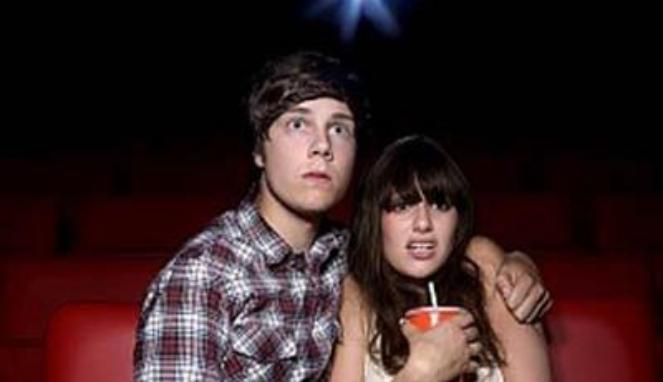 Alasan Kenapa Perempuan Takut Nonton Film Horor [ www.BlogApaAja.com ]