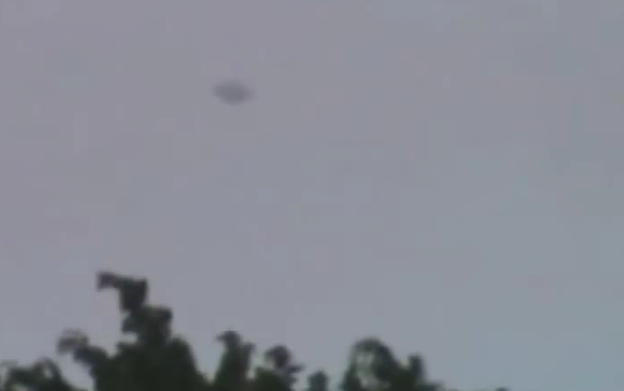 UFO Filmed Over Forest - Medellin, Columbia