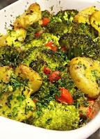 Brócolis Assado com Batata e Tomate (vegana)