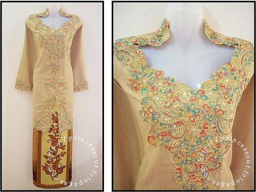 Buzz Flaunt Baju Kurung Batik Sutera