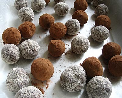 Cake Ball Coating With Chocolate Chips