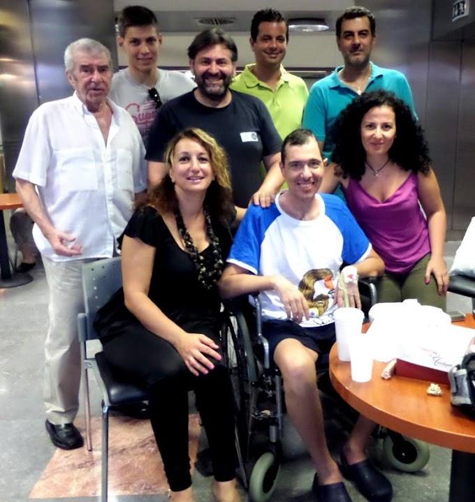 Επίσκεψη στον Αλέξανδρο Καραμπάση από  τους φίλους του στο ΠΚ Νεάπολης