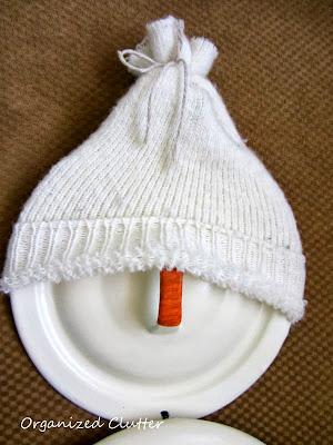 Pot Lid Snowman http://organizedclutterqueen.blogspot.com/2013/10/a-repurposed-pot-lid-snowman.html