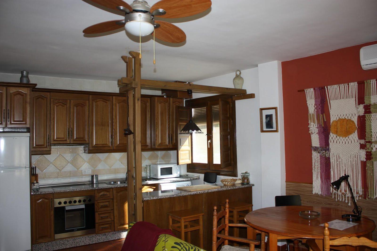 Descripci n de la casa alojamiento rural en ohanes for Cortinas salon rustico