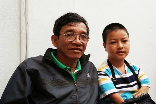 TP. Pleiku: Ước mơ của cậu bé khuyết tật bán vé số