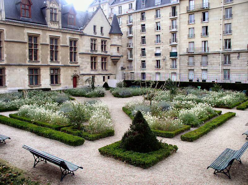 From Paris with Love: Vignette: Garden Makeover at l'Hotel de Sens