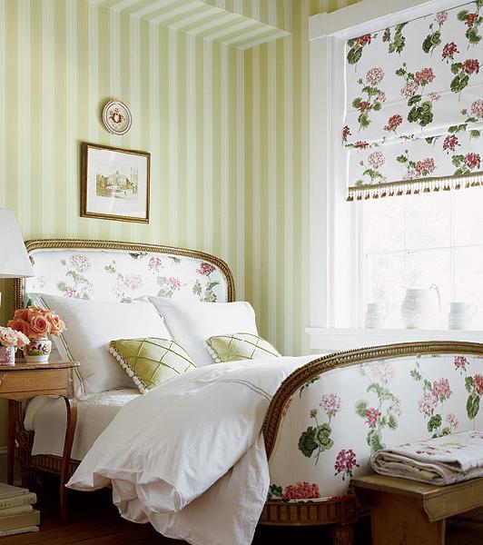 Romantic flourish charming wall decor bedroom for Nice wallpaper for walls