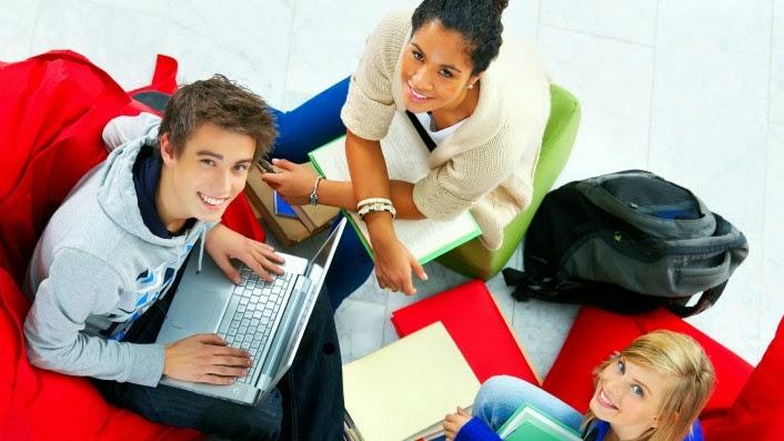 Ikuti kegiatan kampus yang sesuai minatmu dan cari teman baru