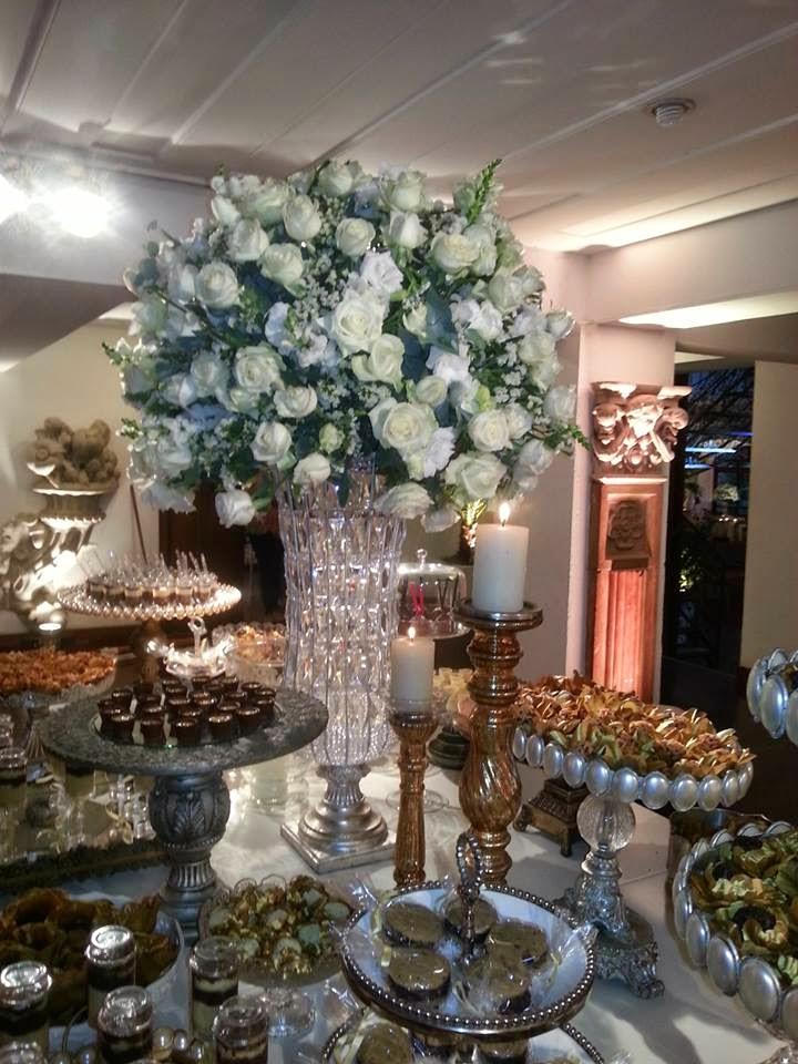 Faça seu evento conosco. Arranjos de flores Personalizados.