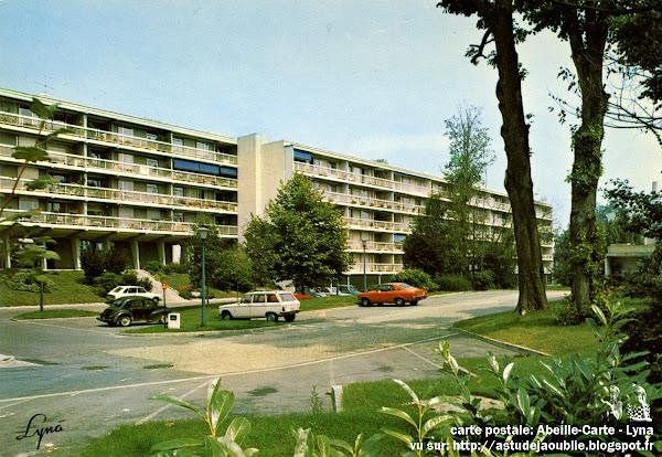 Vaires-sur-Marne - Résidence du Parc de l'Aulnay  Promoteur: Manera S.A.  Architecte: Jacques Beufé  Construction: 1968