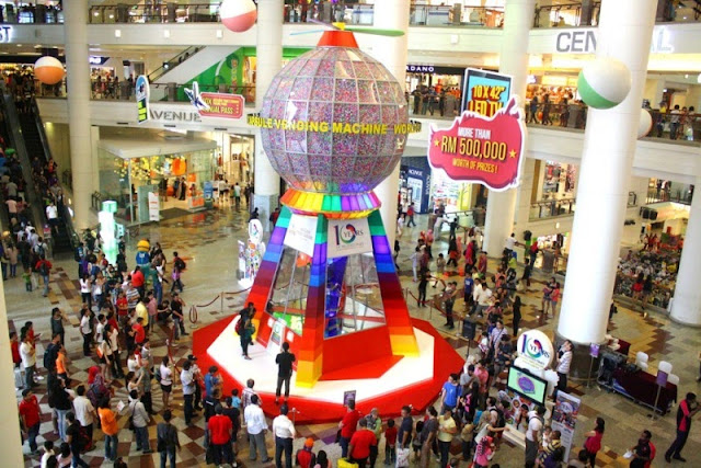 Big Ten-Rific Bash, World's Largest Capsule Vending Machine, Berjaya Times Square KL, shopping mall