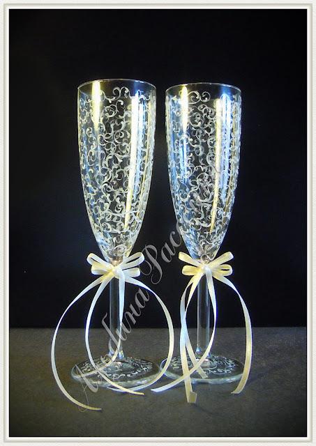 Свадебные бокалы. Фужеры для молодожёнов.