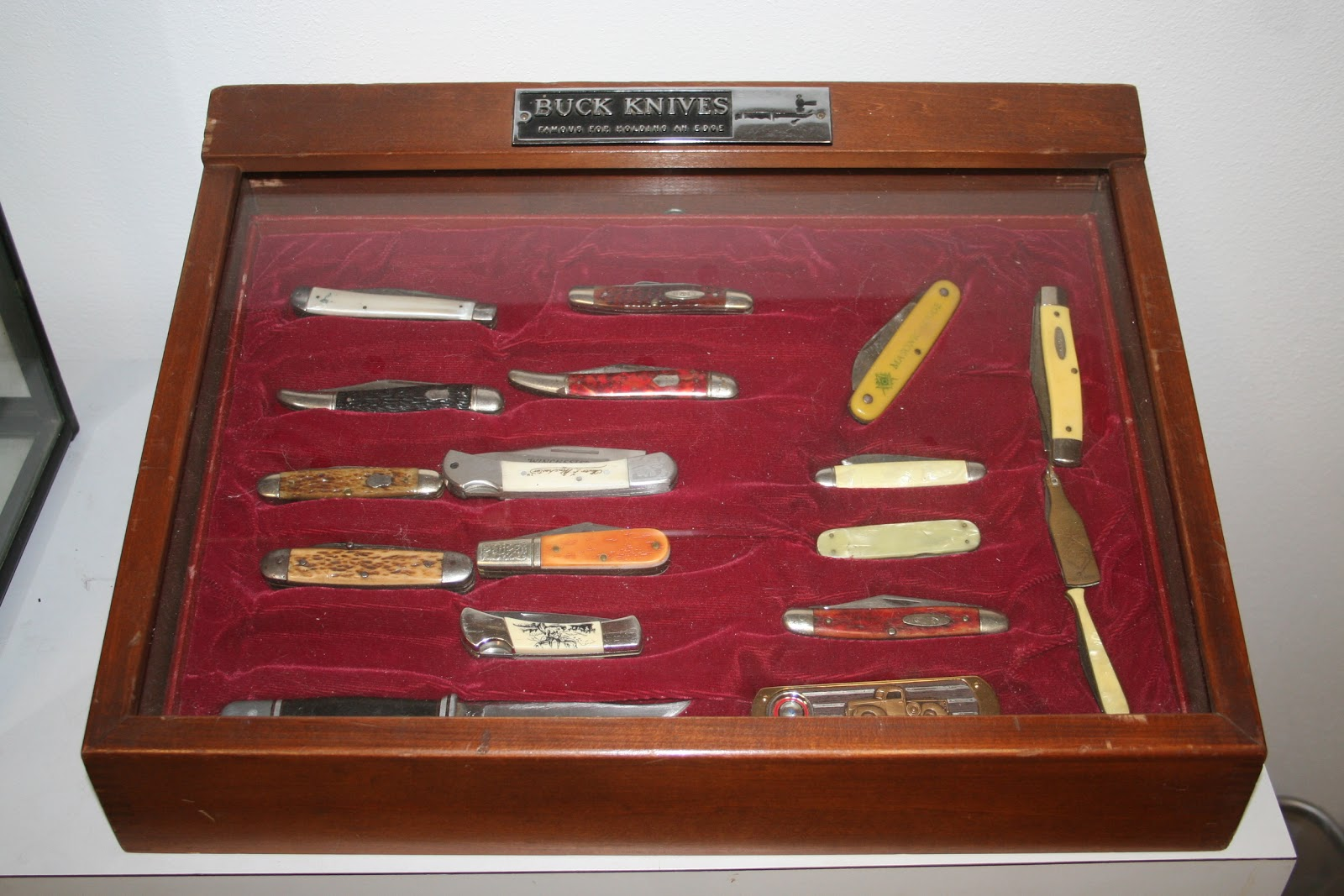 knife display case: