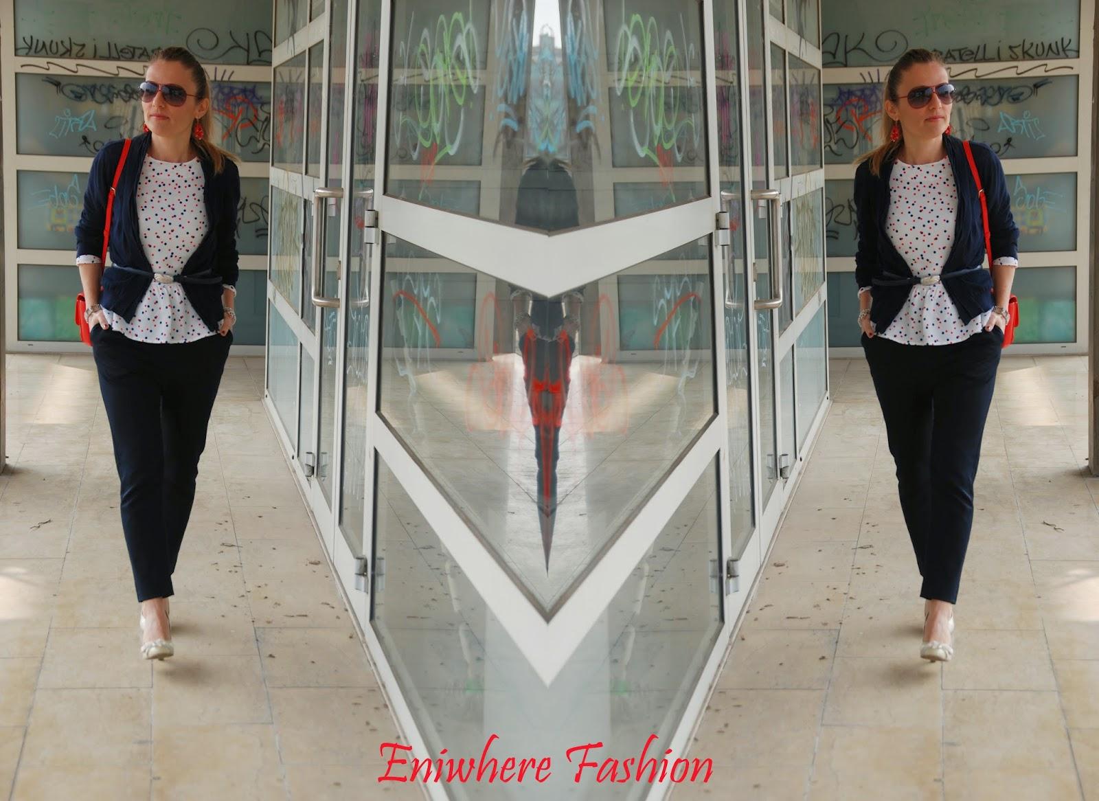 Eniwhere Fashion - camicia pois - pantalone blu