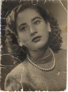 Abuelohara-Victoria-mi-madre_esperando_que_los_muertos_me_puedan_oir