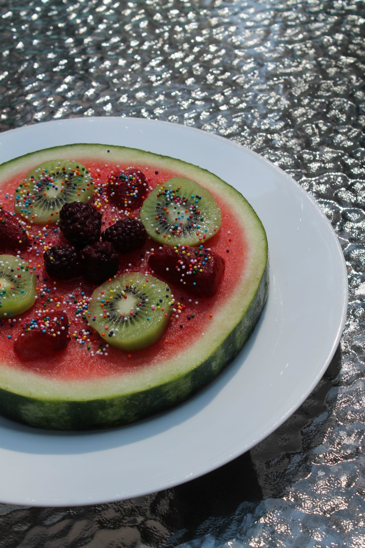 Watermelon pizza: healthy and fun summer dessert