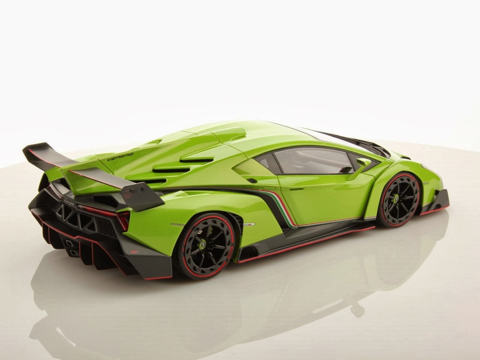 Foto Mobil Sport Lamborghini Veneno Green Back Side View