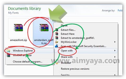 Gambar: Membuka file zip dengan menggunakan windows explorer