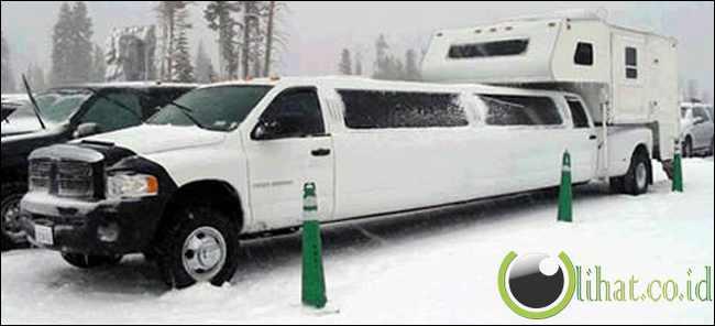 Dodge Extended-Cab Limousine Dengan Camper
