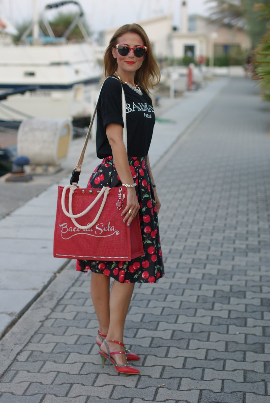Baco da Seta anti-theft bag, borsa antifurto, jute bag and Cherry print skirt on Fashion and Cookies fashion blog